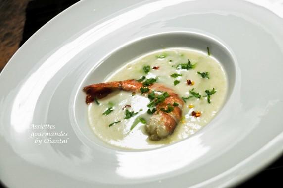 Crème de pommes de terre, gambas et condiment cresson - Recette de William Ledeuil