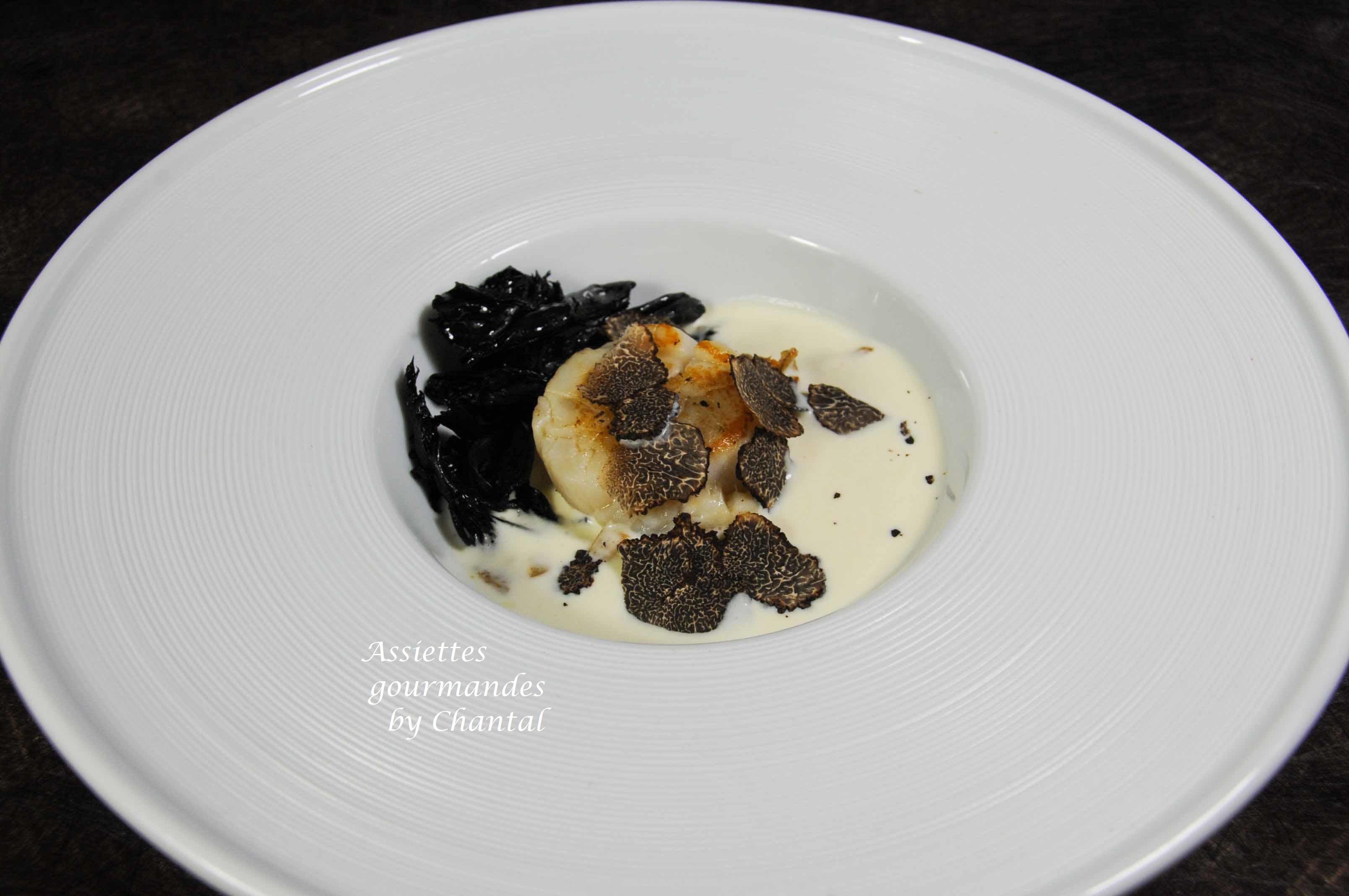 Saint-Jacques, crème de topinambour, trompettes de la mort et truffe