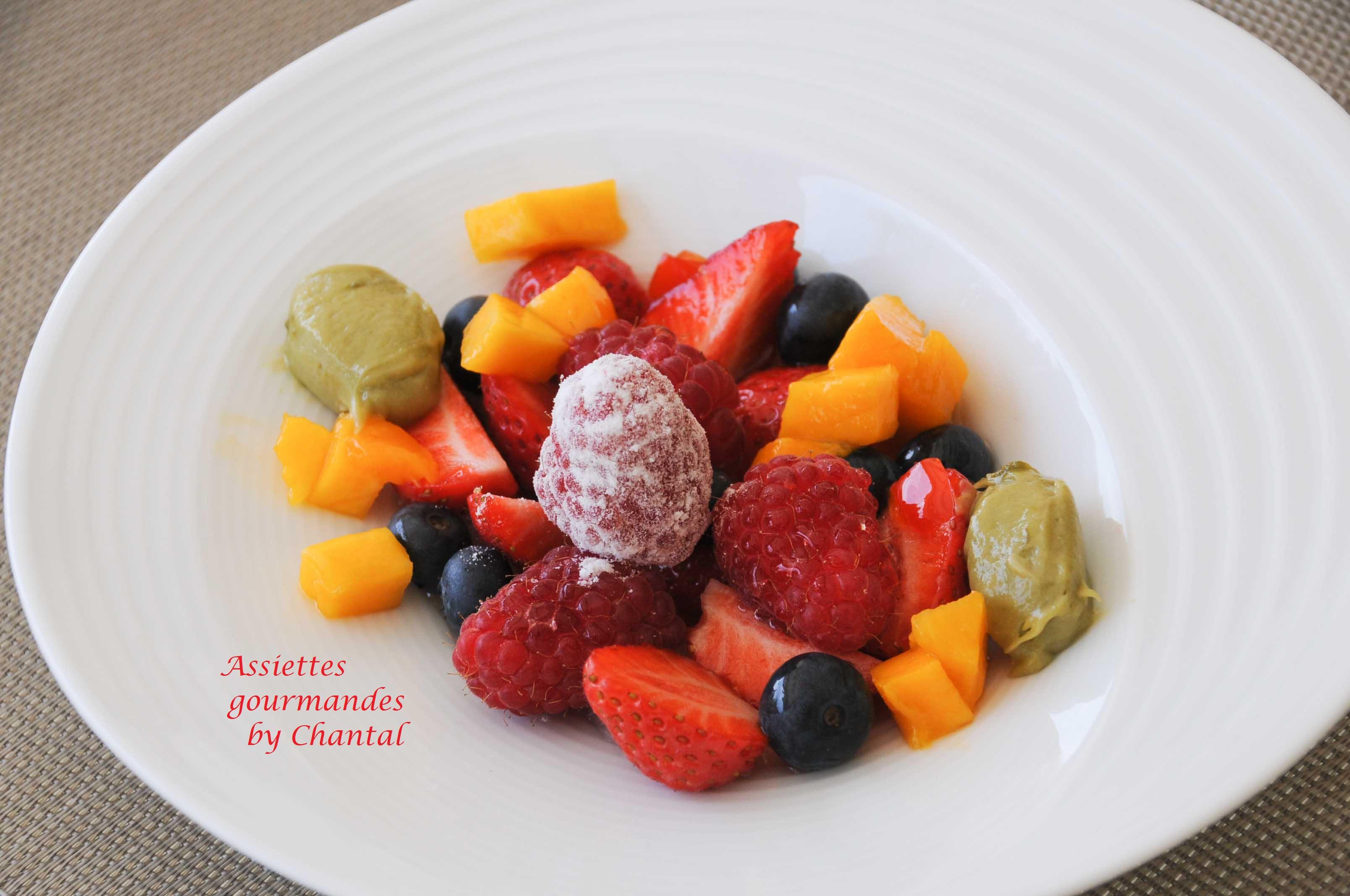 Fruits rouges, pistache et sirop de poivron rouge