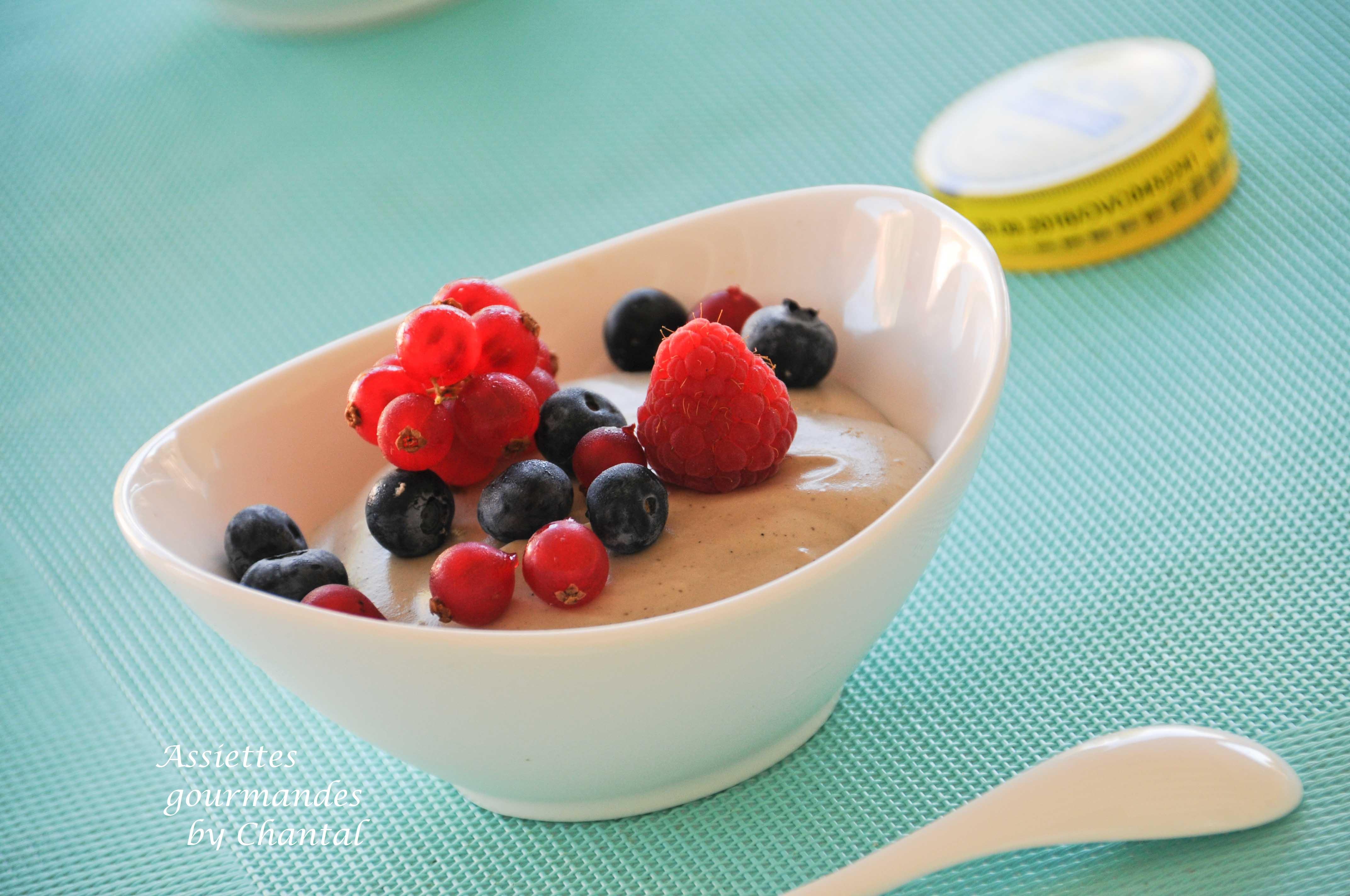 Blanc-manger réglisse et fruits rouges selon une recette de Michel Portos