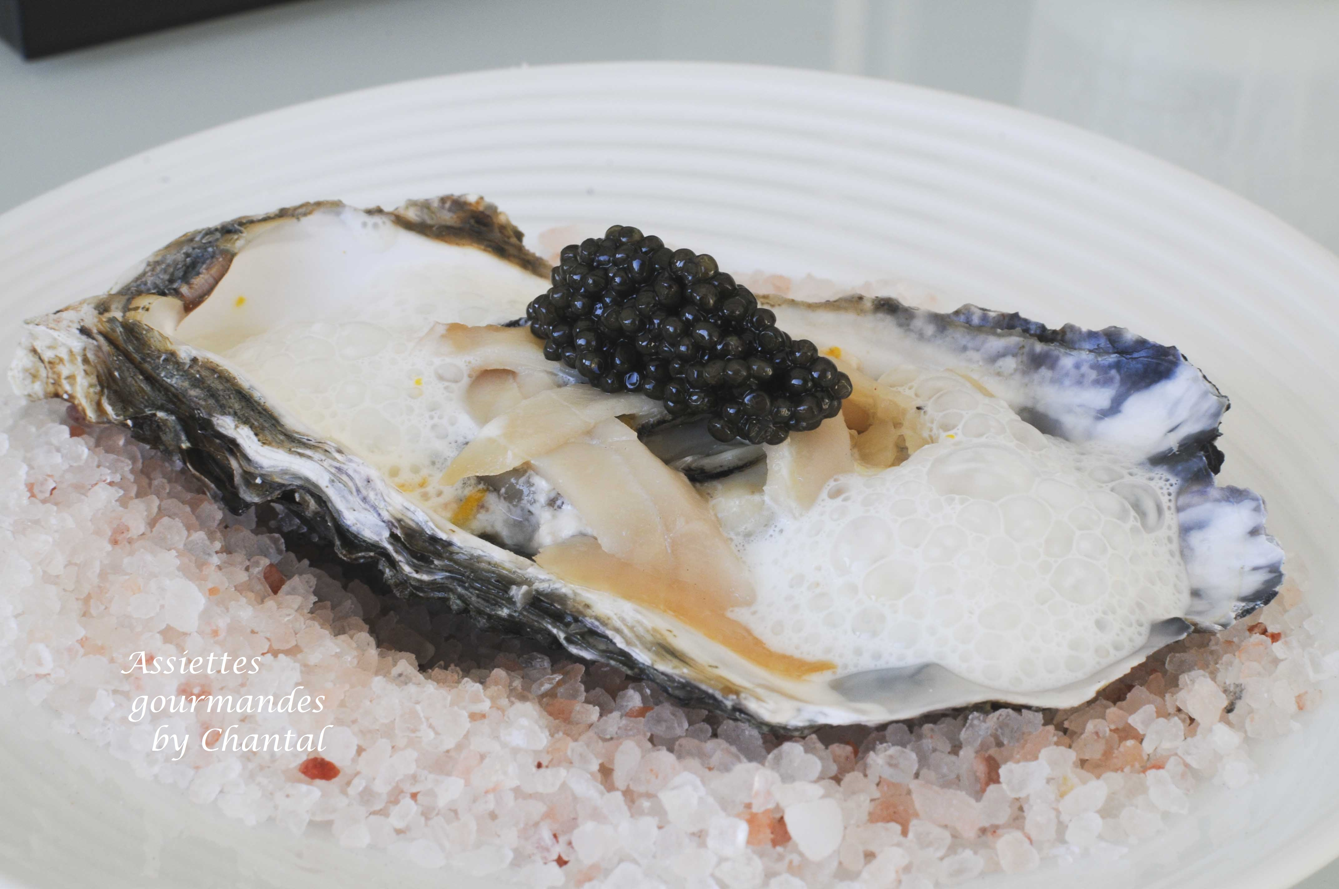 Huîtres, caviar, esturgeon fumé et mousse de sardines