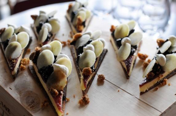 Kevin Rocher, restaurant Racines : crème Ricotta, purée de pruneau au Porto et pomme verte