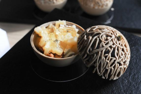 Cédric Bedin, sphère chocolat Orelys, coing, cacahuètes, gelée Loupiac (2)