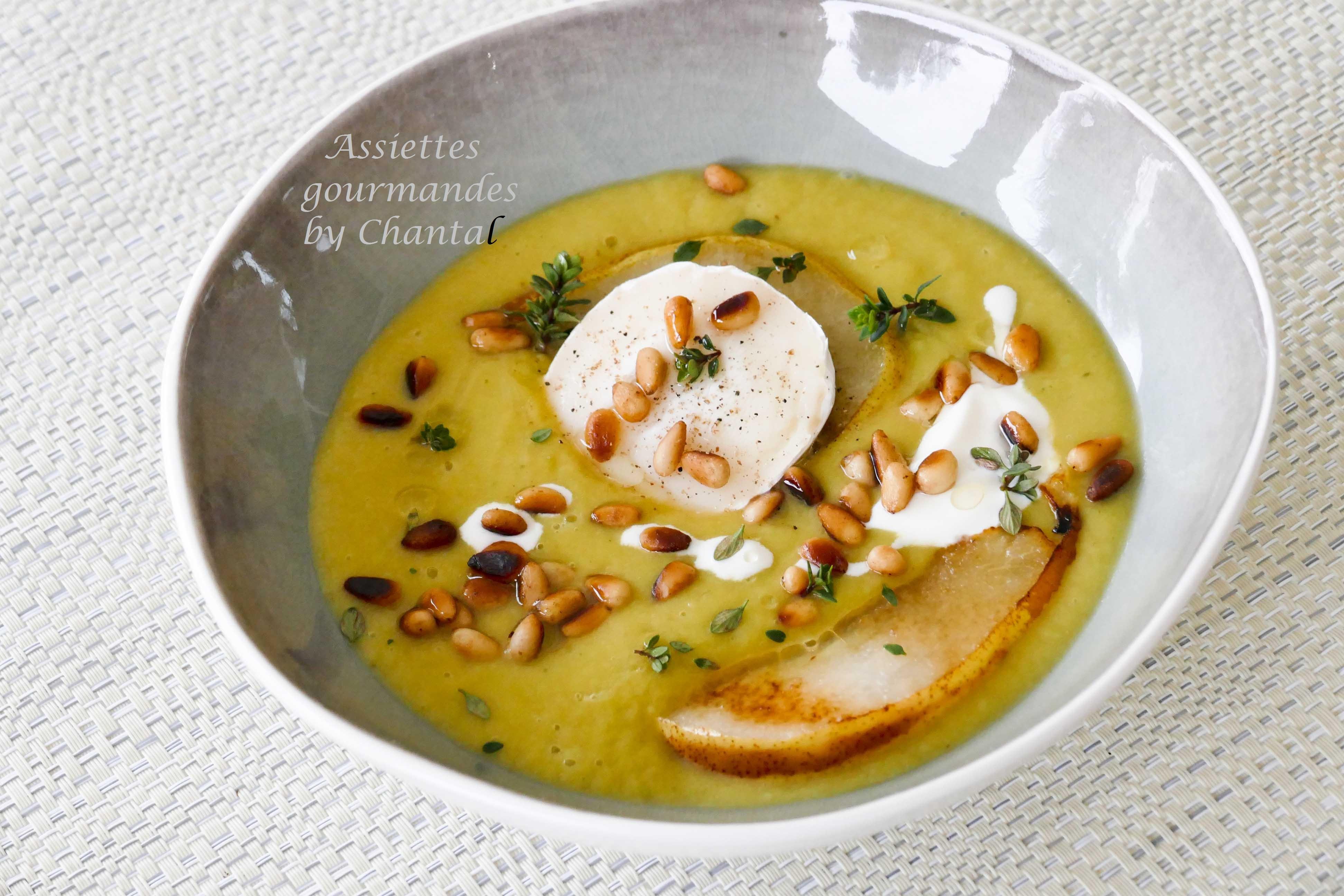 Crème de poireaux, poire grillée, fromage de chèvre et pignons