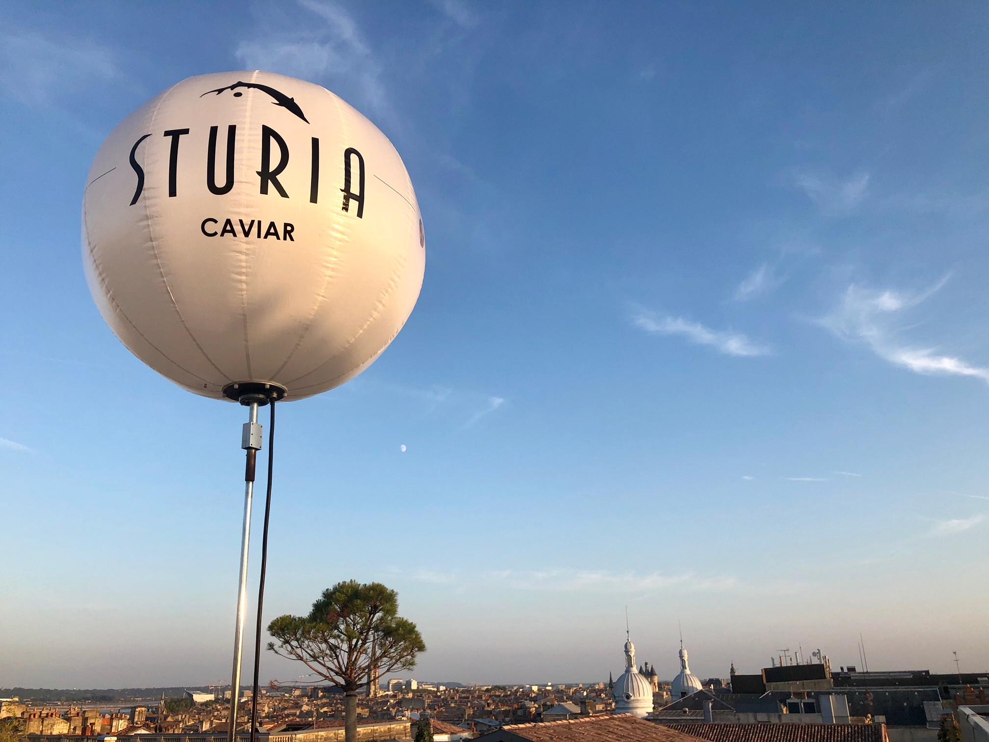 Caviar Sturia et cocktails sur le rooftop du Grand Hôtel à Bordeaux