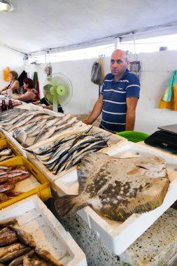 Batoumi - marché aux poissons - mer noire