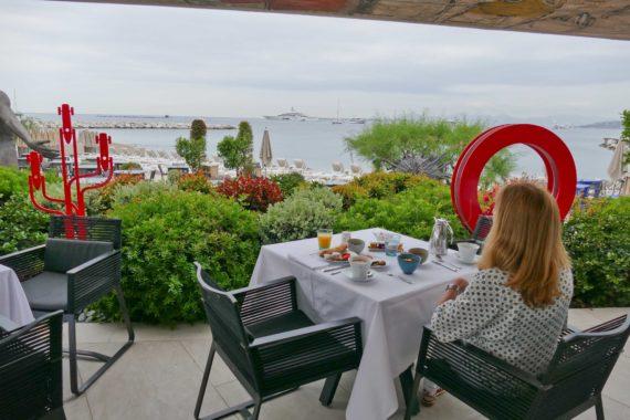 Petit déj au Cap d Antibes Beach Hotel