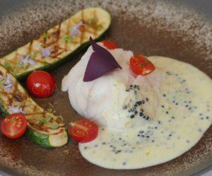 Lotte à la vapeur de thym, sauce Burrata au caviar