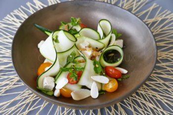 Salade courgettes crues, féta, menthe, amandes