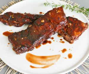 Travers de porc [ Ribs ] marinés et caramélisés au Barbecue