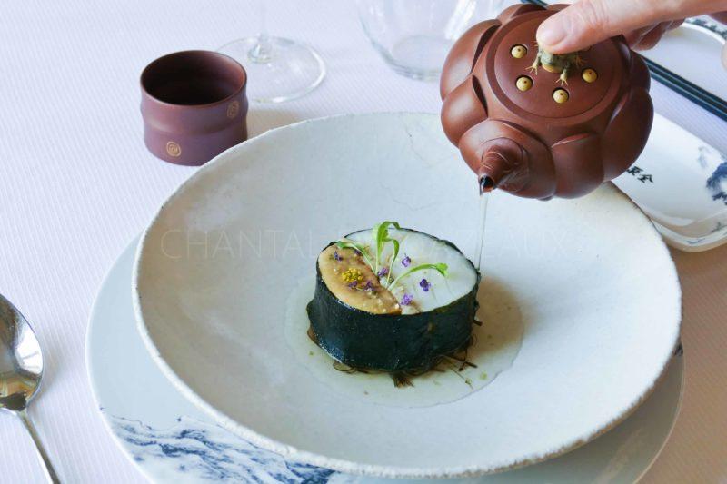 Ballotine cabillaud/foie gras/anguille fumée et bouillon Dashi