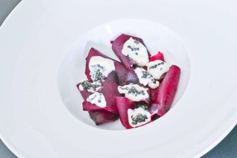 Betterave en croûte de sel et sauce caviar - Mauro Colagreco