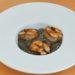 Anguille fumée et sésame noir dans une recette de David Toutain