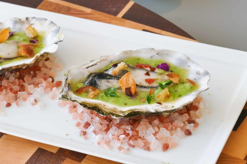 Huître et gaspacho kiwi wasabi