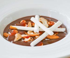 Crème au Chocolat de Cyril Lignac... avec une sauce caramel et des topping