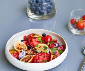 Salade de tomates et citron rôti inspirée par Yotam Ottolenghi